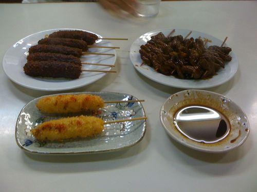 メニューは味噌串カツ、とんやき、ソース串カツです