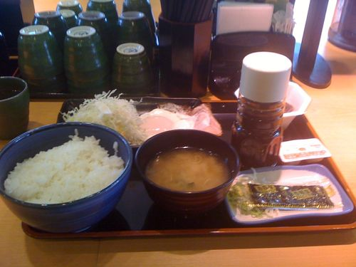 吉野家の朝定食(ハムエッグ納豆定食)
