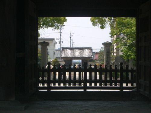 岡崎城を見通すと…