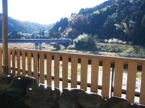 露天風呂より矢作川を望む