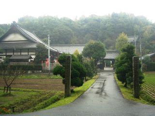 雨に煙る佐布里の郷