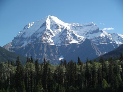 Mount-robson-352657_960_720